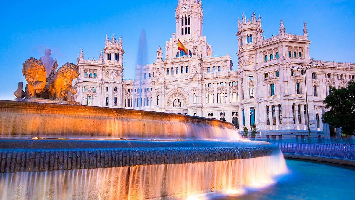 إسبانيا تستعد لإقامة ممرات سفر مع دول العالم الثالث لاستعادة التدفق السياحي