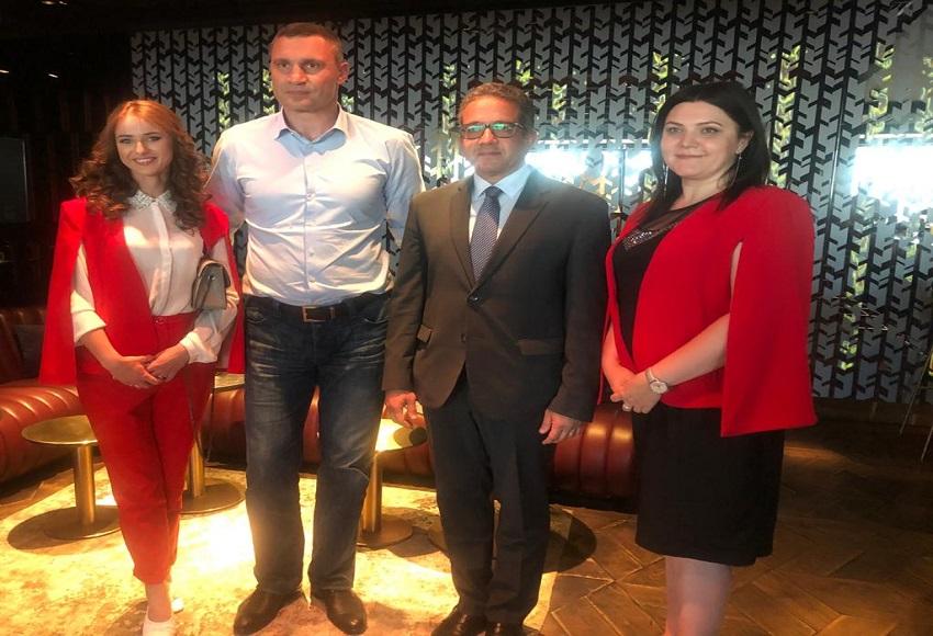العناني يبحث مع عمدة كييف ومنظمي الرحلات زيادة حركة السياحة من أوكرانيا